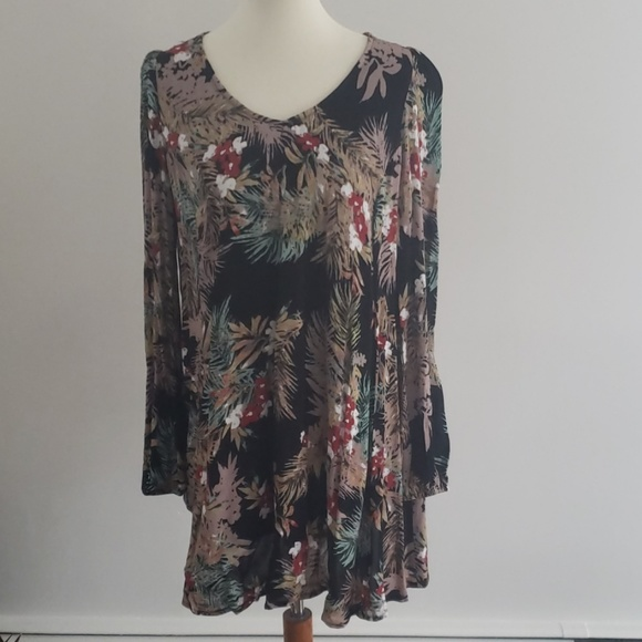 Onetheland Dresses & Skirts - Floral Print Dress NWT